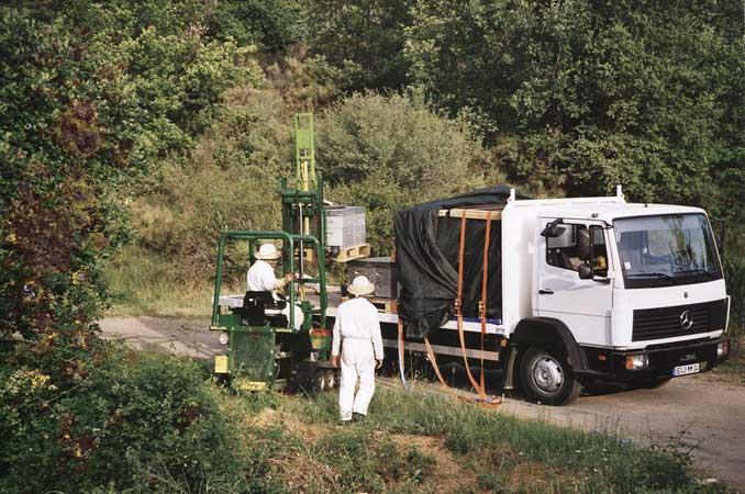Transhumance des ruches de Bonnechère en camion